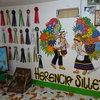 """Изображение на """"silleteros"""", ферма за цветя в Санта Елена. Всяко лято в Меделин се провежда фестивала Feria de las Flores, по време на който производителите дефилират по улиците носещи на гърбовете си типичните """"silletas""""."""