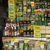 Пълна гама от кока-производни на туристическото базарче на върха на Монсерате. Сушени листа, ром, чай, мехлеми и какво ли не още.