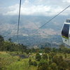 """С кабинковия лифт Metrocable de Medellín над природния резерват """"Parque Arví""""."""