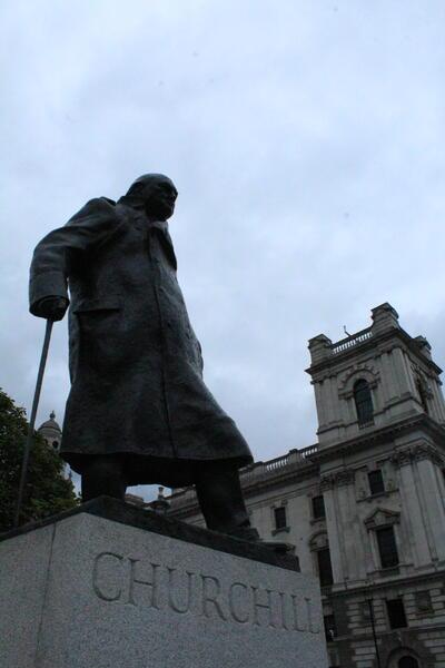 статуя на Чърчил